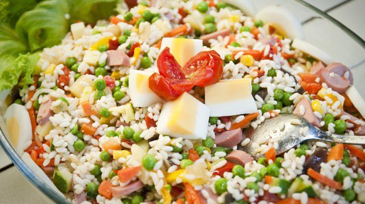 ensalada de arroz fría