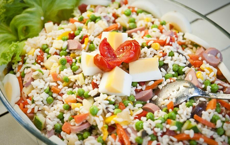 Ensalada de arroz fr a un plato perfecto para combatir - Ensalada de arroz light ...